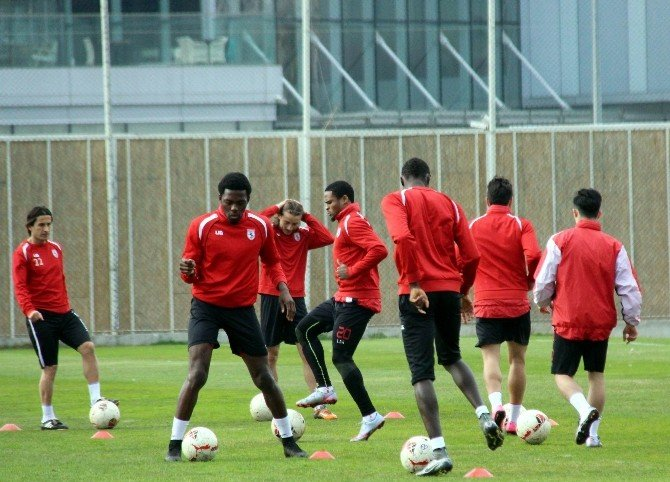 Samsunsporlu Futbolcular Galibiyete Kitlendi