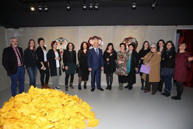 Kadın sanatçılardan 'İflah olmaz' sergisi