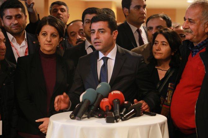 Demirtaş: Cizre'de aileler il il gezerek çocuklarını teşhis etmeye çalışıyor