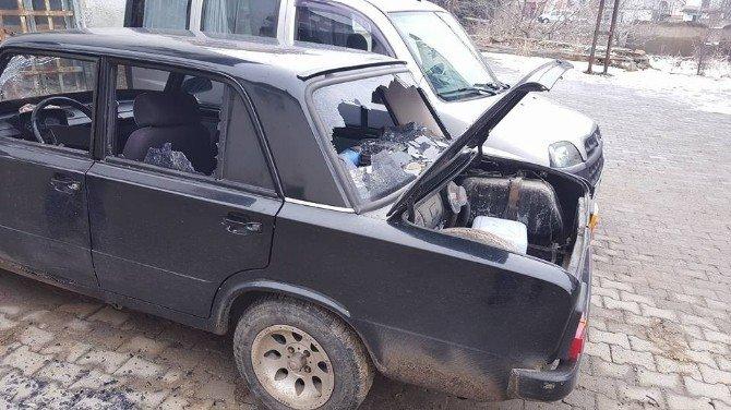 Ulukışla'da Otomobillerin Camlarını Kırdılar