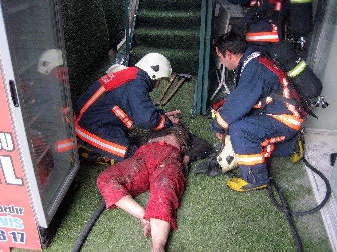 Yangında Yaralanan Kadına İtfaiye Eri Suni Teneffüs Yaptı