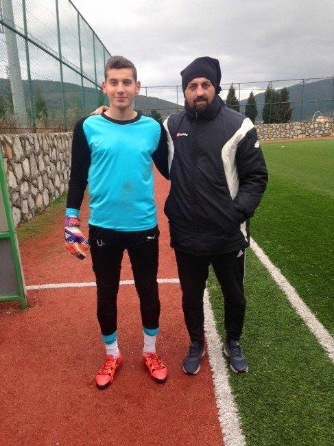 Yalovalı Genç Kaleci Beşiktaş'a Transfer Oldu