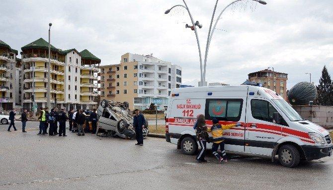 Oğlunu Ziyarete Giderken Kaza Yaptı: 8 Yaralı