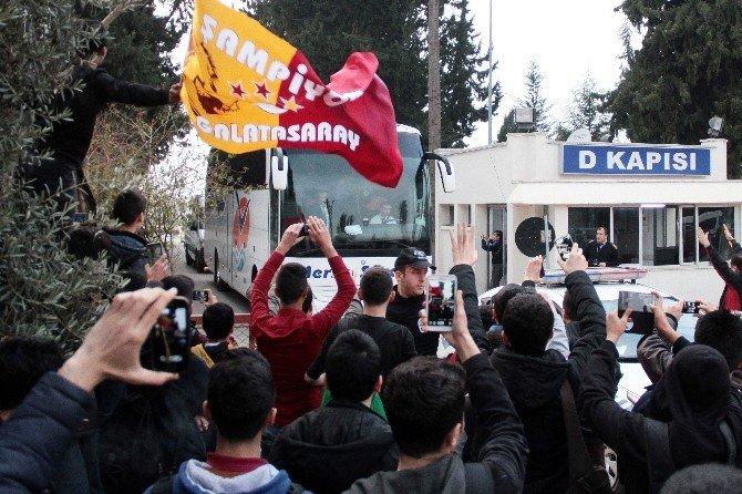 Galatasaray, Kafilesi Adana'ya Geldi