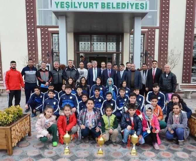 Başkan Polat, Başarılı Sporcuları Ağırladı