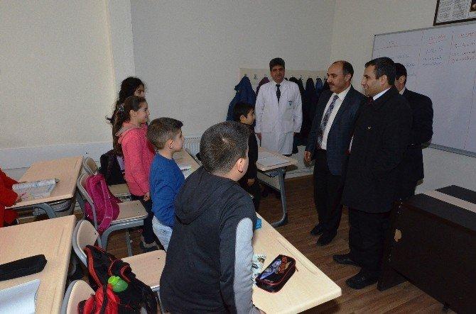 Yeşilyurt Belediyesi'nden Suriyeli Öğrencilere Kırtasiye Yardımı