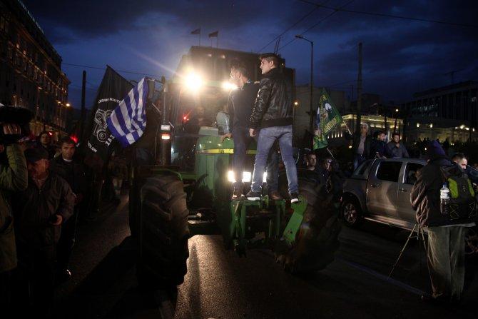 Çiftçilerin traktörleri, Yunan Parlamentosu önünde
