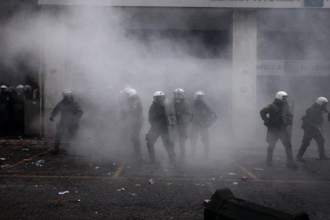 Çiftçiler Atina'da polisle çatıştı