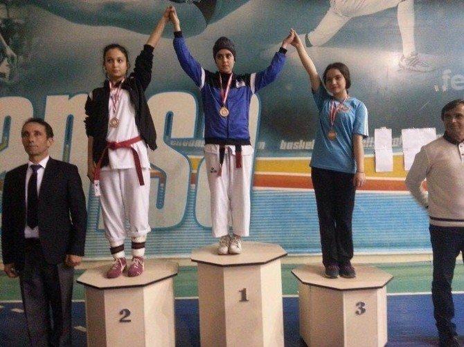 Yunusemre Belediyespor Taekwondo'da Başarılı Oldu