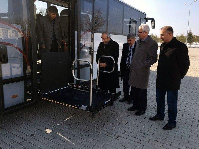 YYÜ Rektörü Prof. Dr. Battal, Engelli Dostu Otobüsün Test Sürüşünü Yaptı