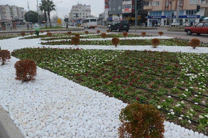 Antalya Caddelerine 4 Milyon Çiçek