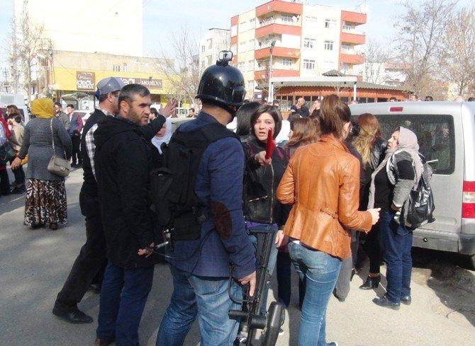 """Emniyet Amirinden HDP'li Vekile: """"Yolu Kapatmak Bir Vekile Yakışmıyor"""""""
