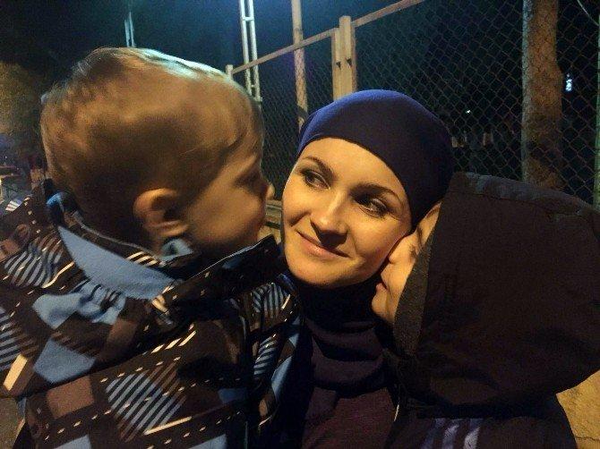 Rus Anne, Suriyeli Kocasının Kaçırdığı Çocuklarına Mersin'de Kavuştu