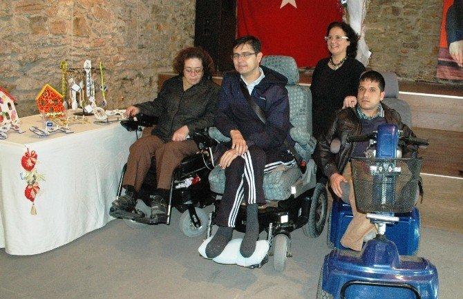 Engelliler 14 Şubat Sevgililer Günü İçin Kolları Sıvadı
