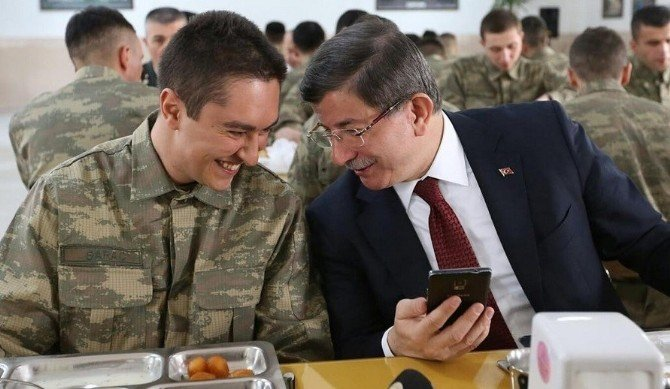 Başbakan Davutoğlu, Erzincan'da Ahıska Türklerini Ziyaret Etti
