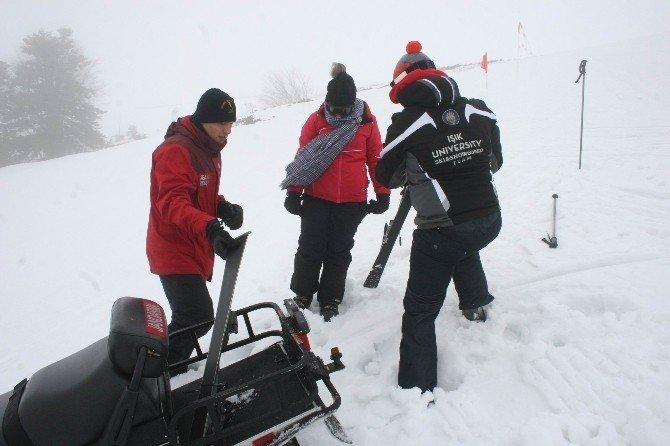 Kayak Yaparken Yaralanan Genç Kızın İmdadına Jak Yetişti