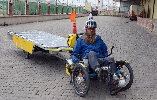 İsviçreli David, Bisikletiyle Dünya Turunda