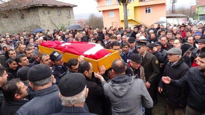 17 Yıllık Polis Memuru, Katliam Yapıp İntihar Eden Oğluyla Yan Yana Gömüldü