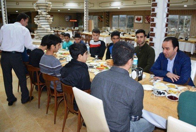Kaymakam Erkan, Sporcularla Kahvaltıda Bir Araya Geldi