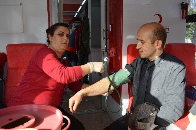 Kemer Belediye Personelinden Kan Bağışı