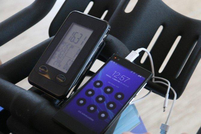 Küçükçekmece'de Akıllı Telefonları Bisikletler Şarj Ediyor
