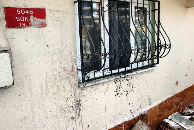 Manisa'da otomobil önce kamyonete, ardından eve çarptı: 3 ölü
