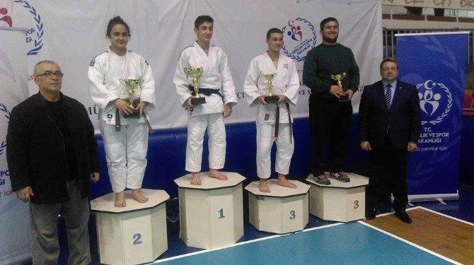 Salihlili Bayan Judocular İl Şampiyonu Oldu