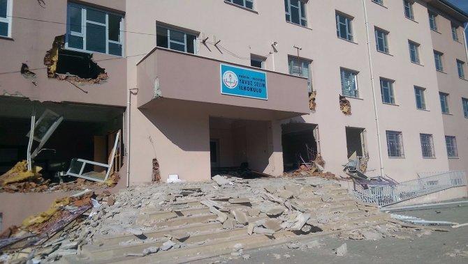 Nusaybin'de hendek bölgesindeki iki okul, başka okullara taşındı