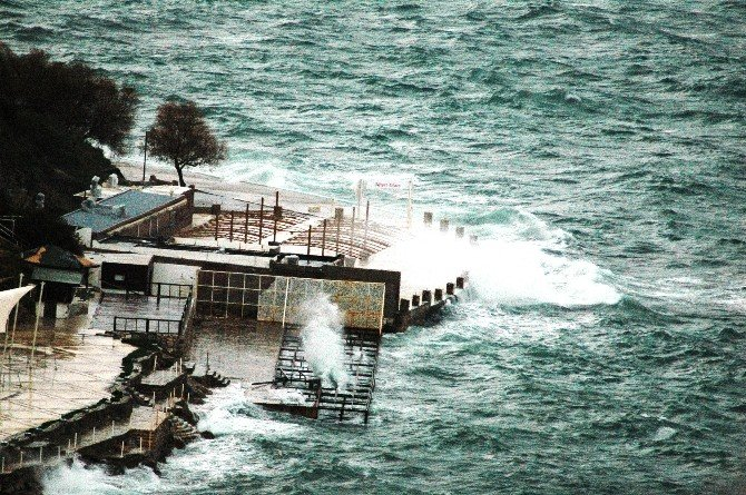 Bodrum'da Fırtına Etkili Oluyor