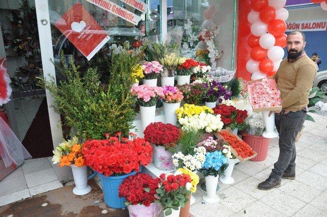Muş'ta 14 Şubat Sevgililer Günü Hazırlığı