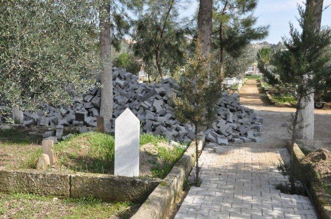 Nazilli'de Mezarlıklar Bakıma Alındı