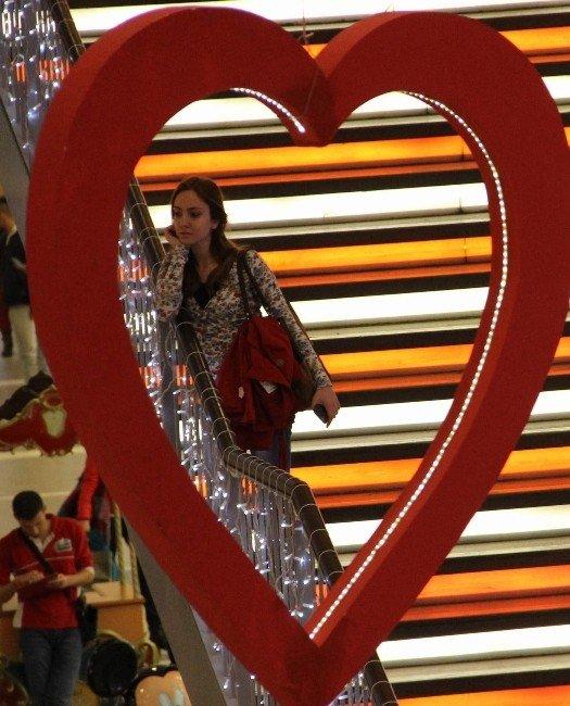 Forum Magnesia'dan Sevgililer Gününe Özel Karşılama