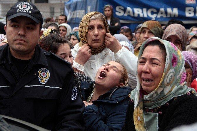 Şehidin Annesi Oğlunun Fotoğrafına, Babası Tabutuna Sarılarak Gözyaşı Döktü