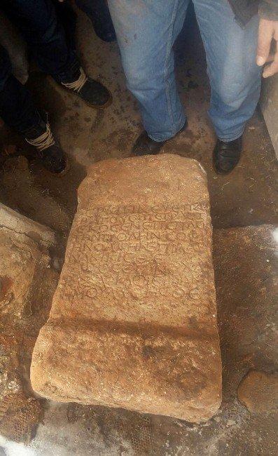 Sivas'ta Yunan Komutanın Mezar Taşı Ele Geçirildi