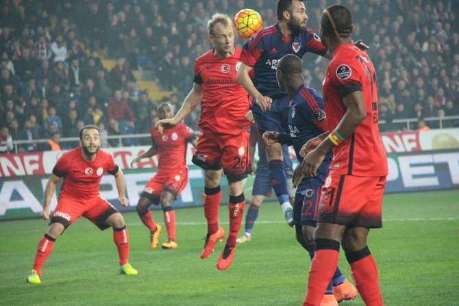 Mersin İdmanyurdu: 1 - Galatasaray: 0 (İlk yarı)