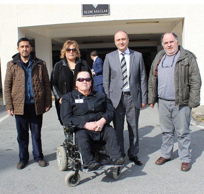 Omurilik Felçlileri Derneğinden Karayolları'na Teşekkür Plaketi