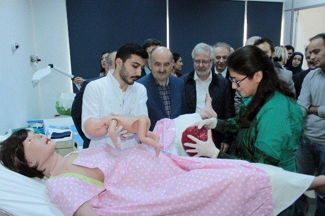 Bakan Müezzinoğlu, Sanal Doğumdaki Anneye Destek Verdi