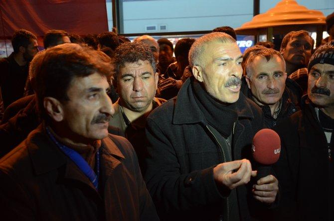 Van'dan, haklarının verilmesi için Ankara'ya gelerek eylem yaptılar