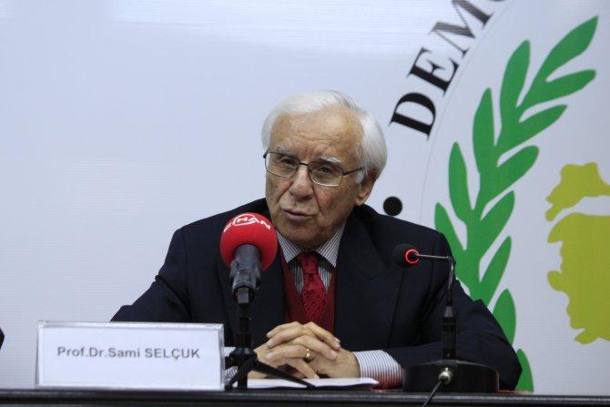 Sami Selçuk: Parti başkanları, diktatörlüğü parti içinde öğreniyor