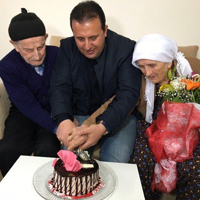 Asırlık 'Mutlu' Çiftini, Aşkları Ayakta Tutuyor