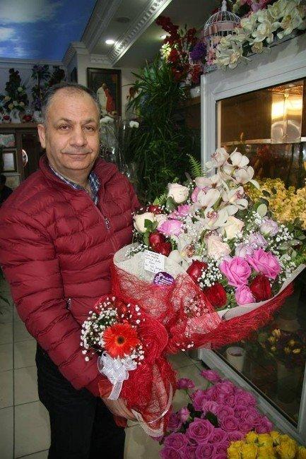 Çiçekçilerin Yüzü 14 Şubat'ta Güldü