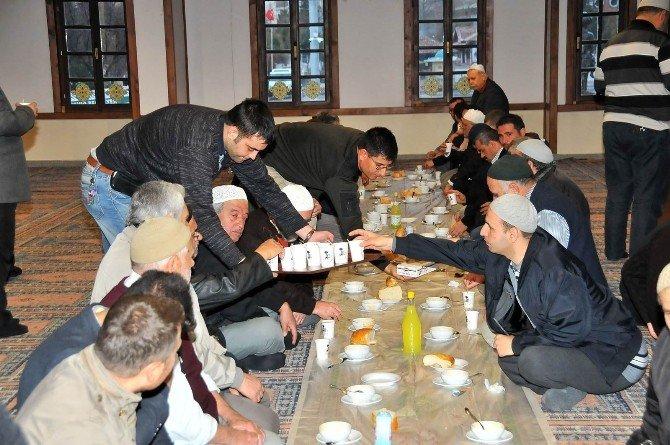 Akşehir Belediyesi Çorba İkramına Yoğun İlgi