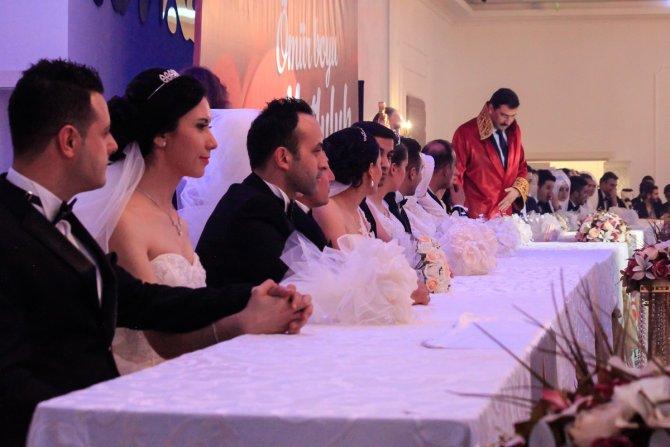 Ankara'da 14 çiftin nikahı 'Sevgililer Günü' için aynı anda kıyıldı