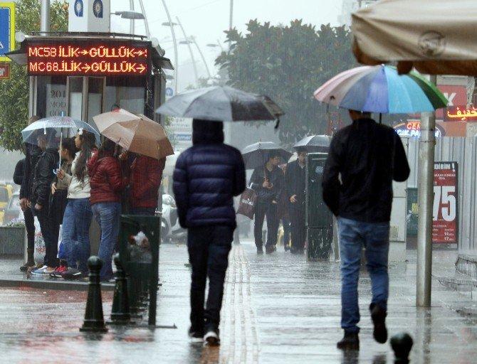 Antalya'da Yağmurlu Sevgililer Günü