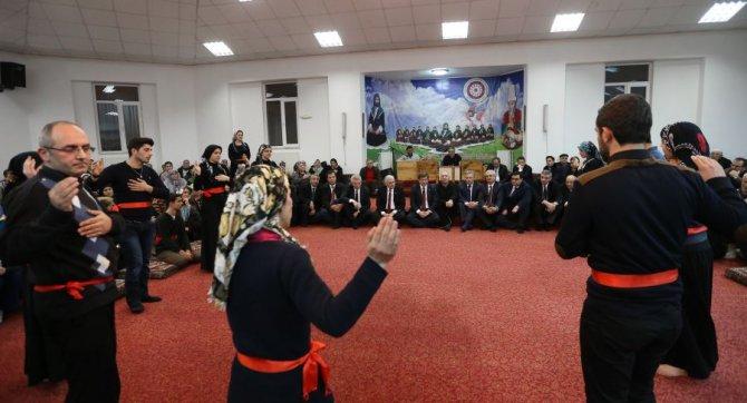 Başbakan Davutoğlu, cemevini ziyaret etti