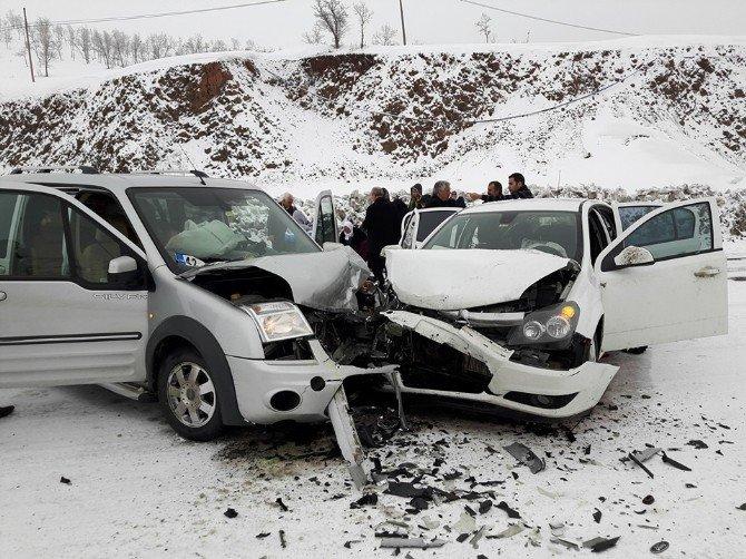 Bingöl'de Kaza: 3 Yaralı