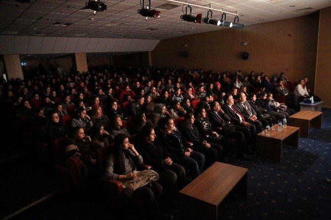 Buca'da Uyuşturucu Bağımlılığına Tiyatrolu Savaş
