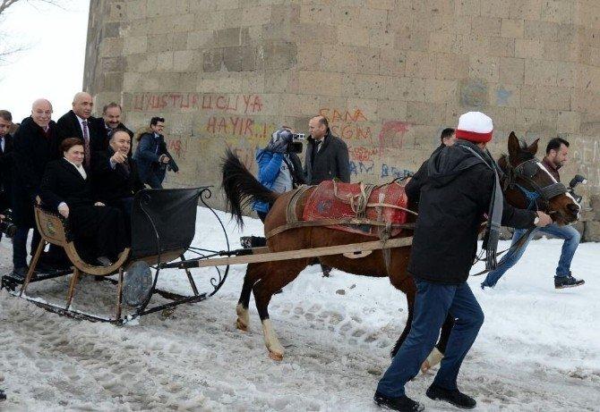 Bakan Sarı, İlk Atlı Kızak Keyfini Erzurum'da Yaşadı