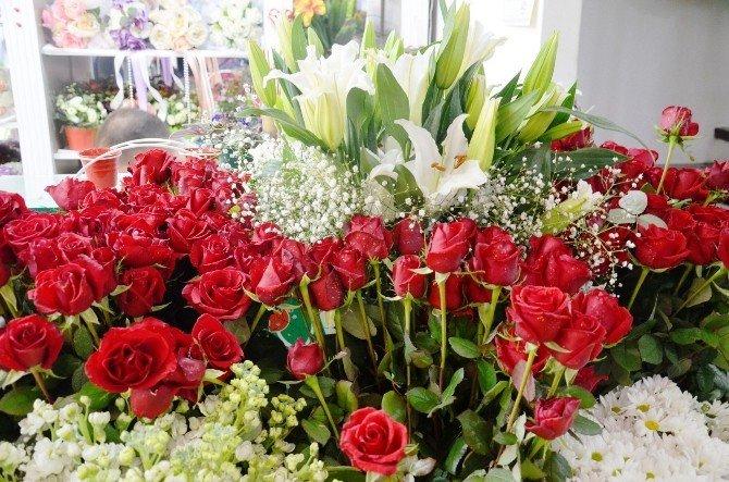 14 Şubat Sevgililer Günü Çiçekçilere Bayram Ettirdi