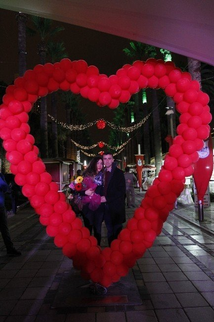 Konak'ta Sevgililere Özel Etkinlik